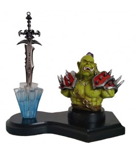 figura Orco e espada Worl of Warcraft
