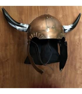 Capacete Viking com asas e chifres