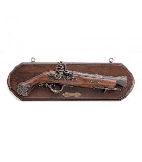 Panóplia de madeira com arma trabuco